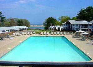 Colonial Village outdoor pool