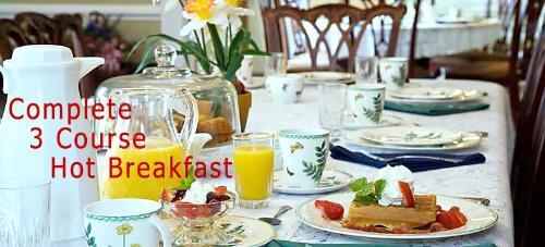 Gallery Image 3-breakfast-table.jpg