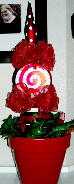 Peppermint Christmas-Patio Stand - Click on ''Highlights'' then ''Plant Stands''