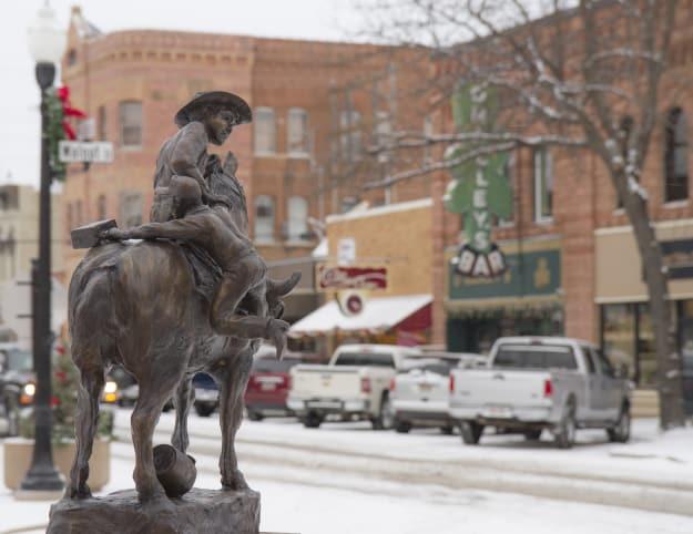 Downtown_Statue_Winter253.JPG-w625.jpg