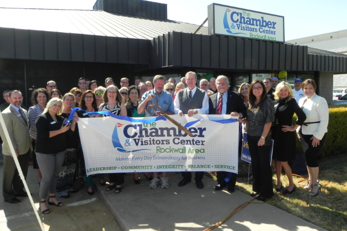 ChamberRibbonCutting-690.jpg