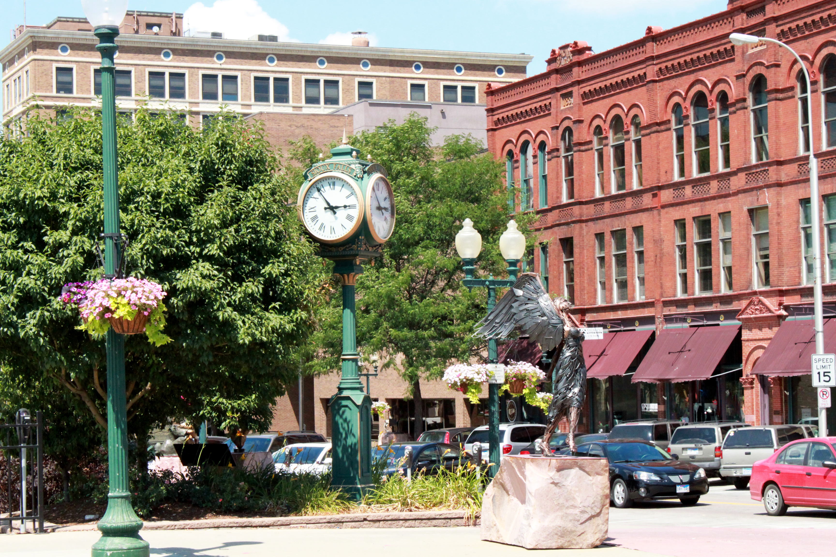 DowntownSiouxFalls.PhillipsAve.CVB.JPG