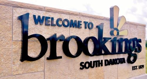 Brookings-Entrance-Sign_2013_5.JPG-w500.jpg