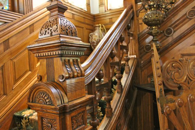 Curtis_Mansion_-_Stairs1.jpg