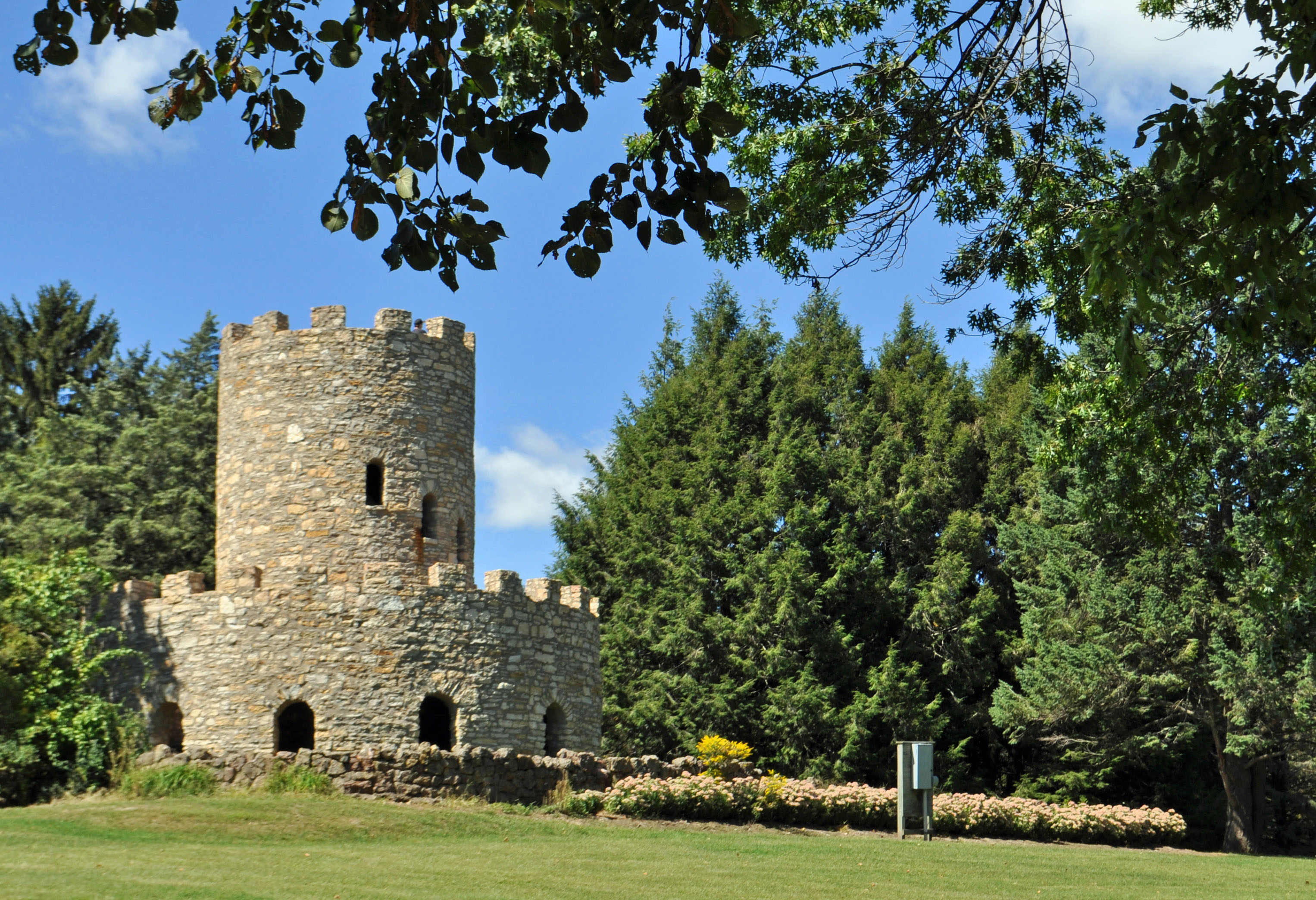 Eagle_Point_Park_Castle.jpg