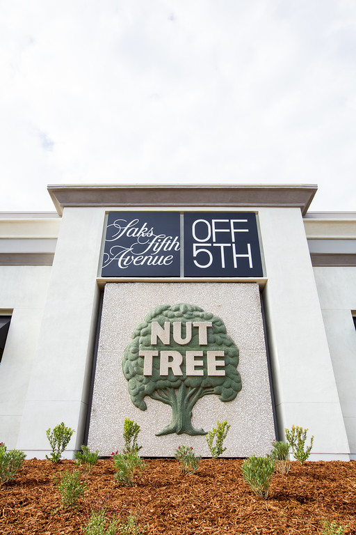 Saks_OFF_5th_Nut_Tree_Sign.jpg