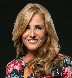 Susan Adelizzi-Schmidt headshot