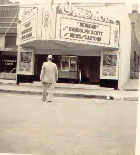 Criterion-Theater-on-Water-Street-in-Sapulpa-2.jpg