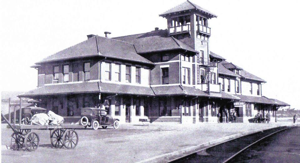 Frisco-Railroad-Depot-and-Harvey-House-restaurant-1907building-was-constructed-between-the-two-Frisco-tracks-near-the-700-block-of-East-Hobson..jpg