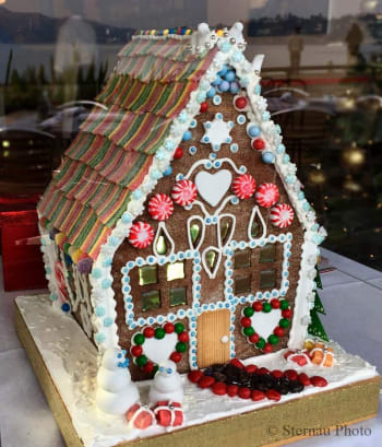 Angelino Restaurant Gingerbread House Tour 2017