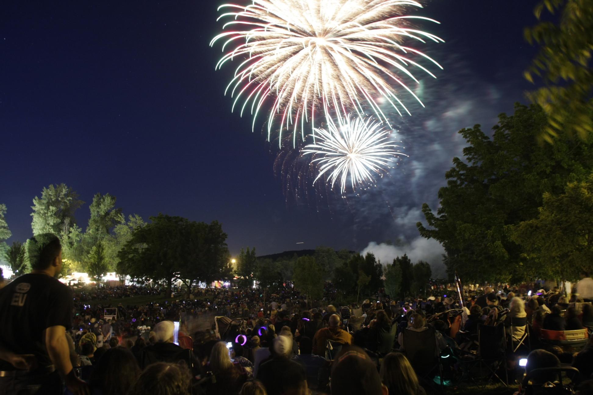 Fireworks-4.JPG-w1944.jpg