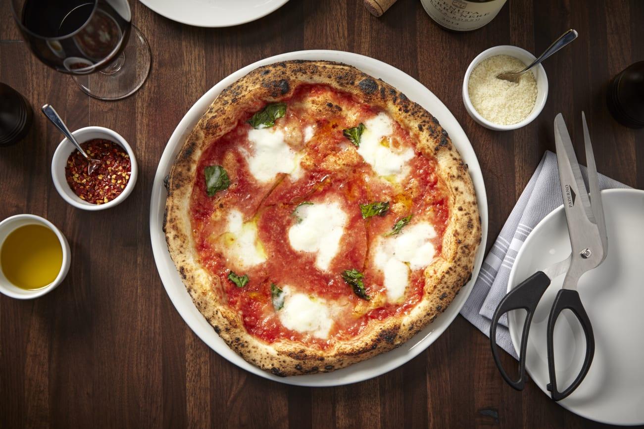 Coda-di-Volpe_Margherita-Pizza-w1301.jpg