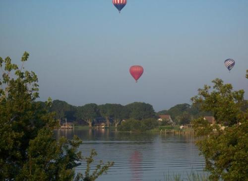 Balloons_over_East_Lake.jpg