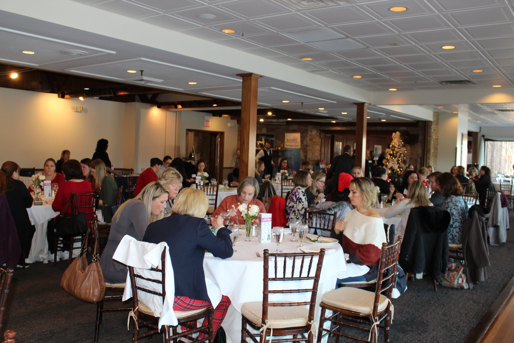 Holiday-Luncheon-Tables2.jpg