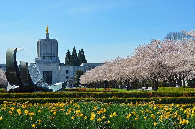 Oregon-Capitol-sm.jpg