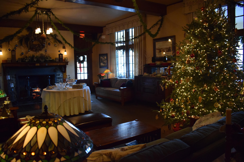 Holiday-Christmas-Tree-Settlers-Inn-8-PoconoMtns.JPG
