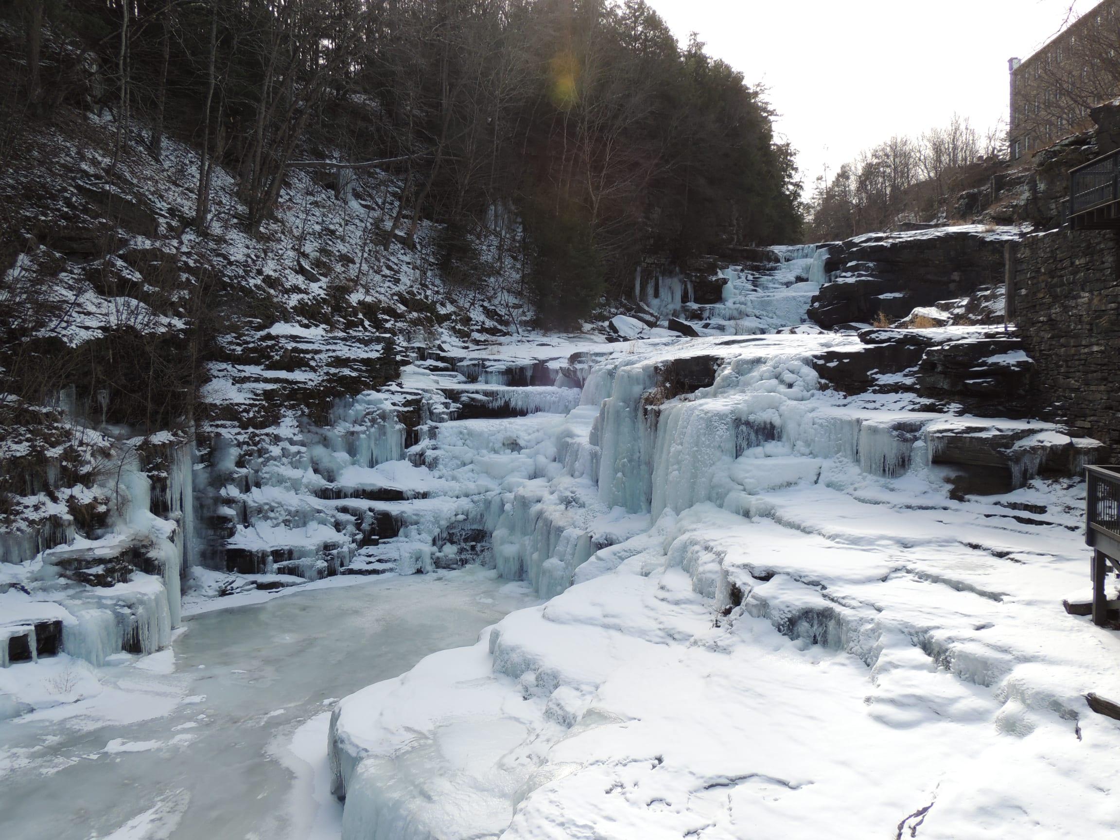 Waterfalls-Winter-Frozen-Falls-Ledges-Hotel-2-PoconoMtns-w2304.jpg