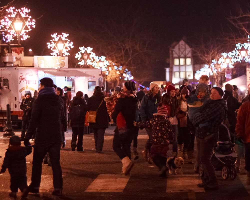 Crowd enjoys downtown at Summerland Festival of Lights
