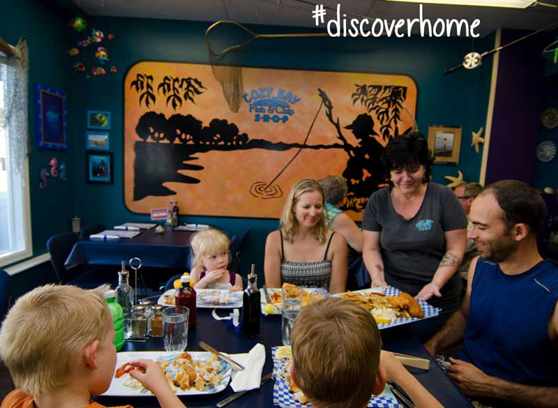 Family-enjoys-eating-at-a-Summerland-restaurant