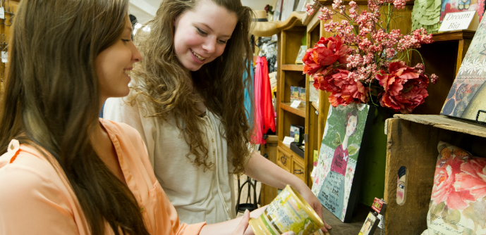 Girls-shop-in-Summerland-BC.jpg