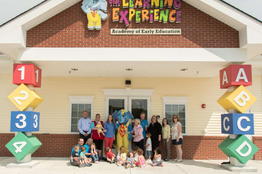 Learning-Experience-Ribbon-Cutting-2-w512.jpg