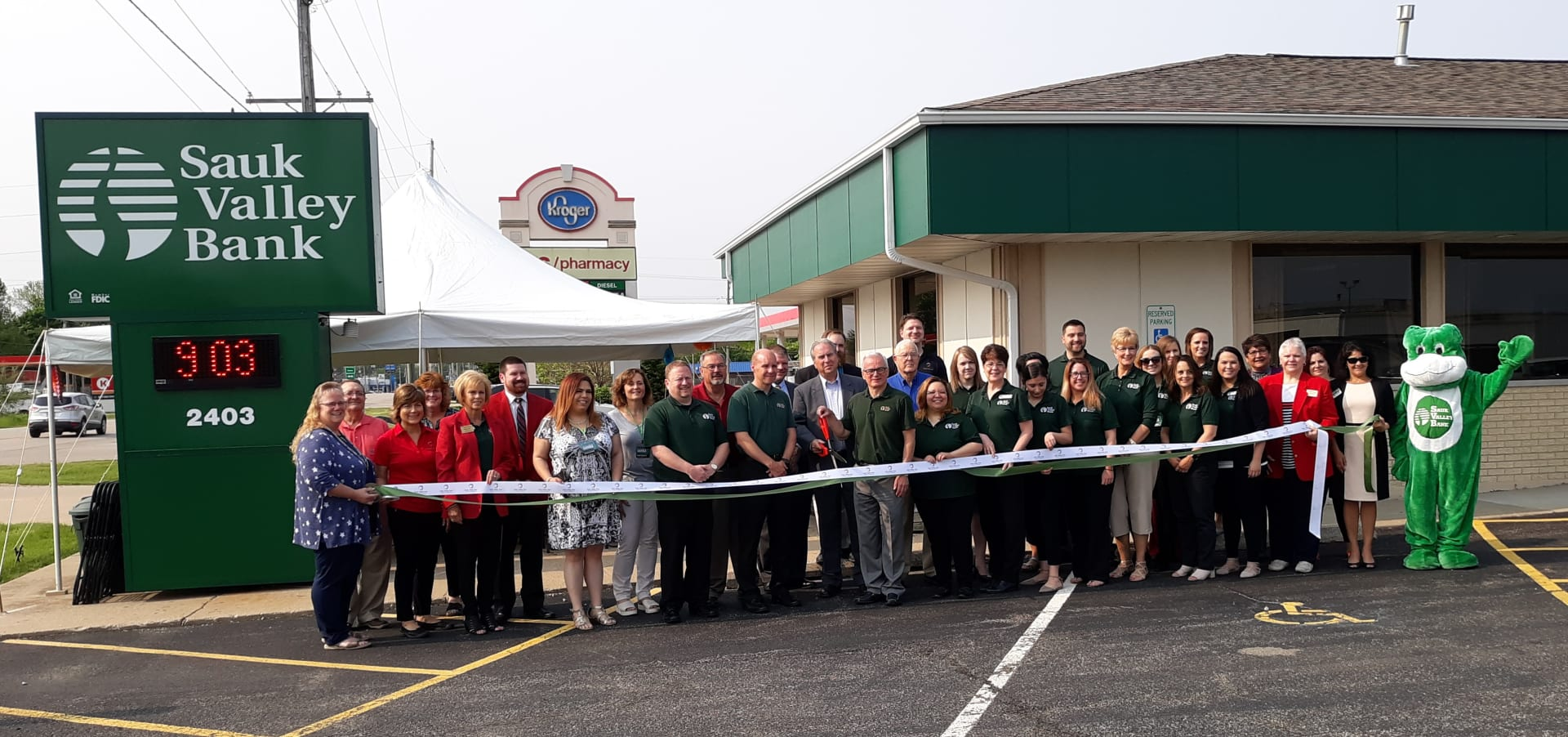 Sauk-Valley-Bank-Ribbon-Cutting-w1920.jpg