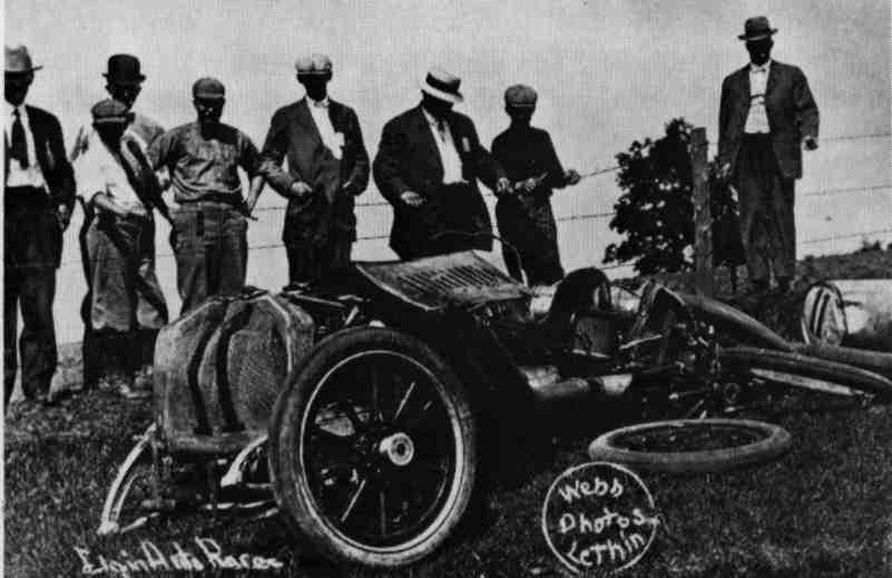 Elgin-National-Road-Race-1912-wreck.jpg