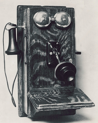 Illinois-Bell-Magnetol-Hand-crank-Wooden-Wall-Phone-1907.jpg
