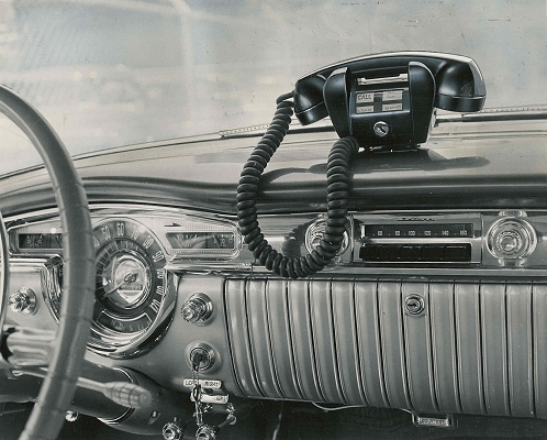 Illinois-Bell-Mobile-Phone-1955.jpg