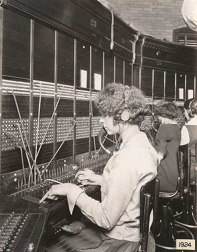 Illinois-Bell-Phone-Operator-1924.jpg