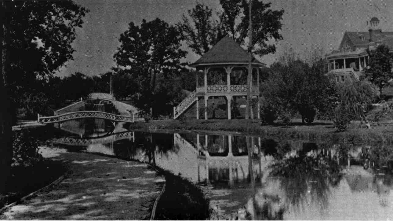 Lords-Park-lagoon-and-Bandstand-1908.jpg