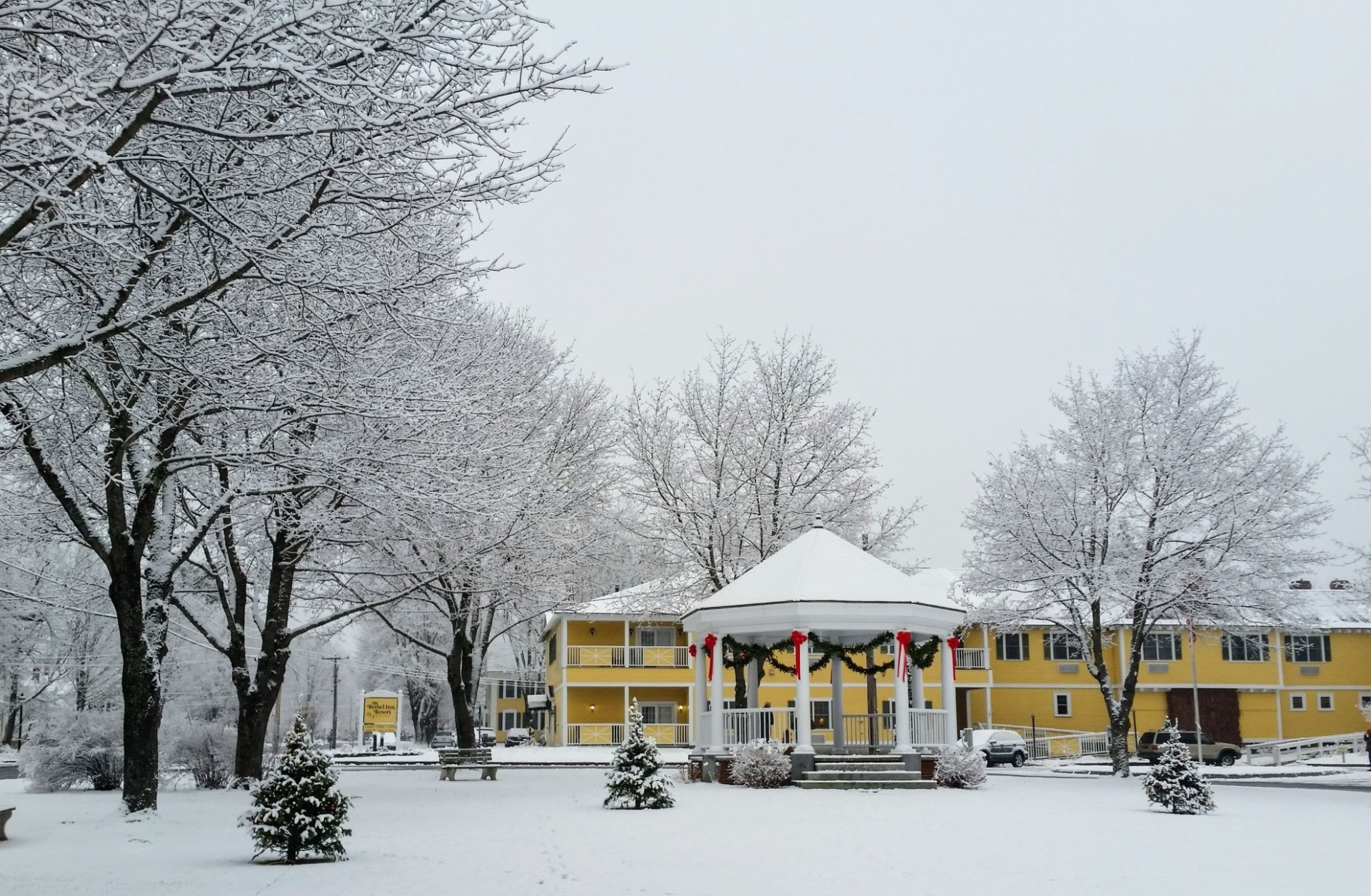Snowy-Christmas-gazebo-Bethel-Inn-background---Jessie-Perkins-photo-w1980-w1920.jpg