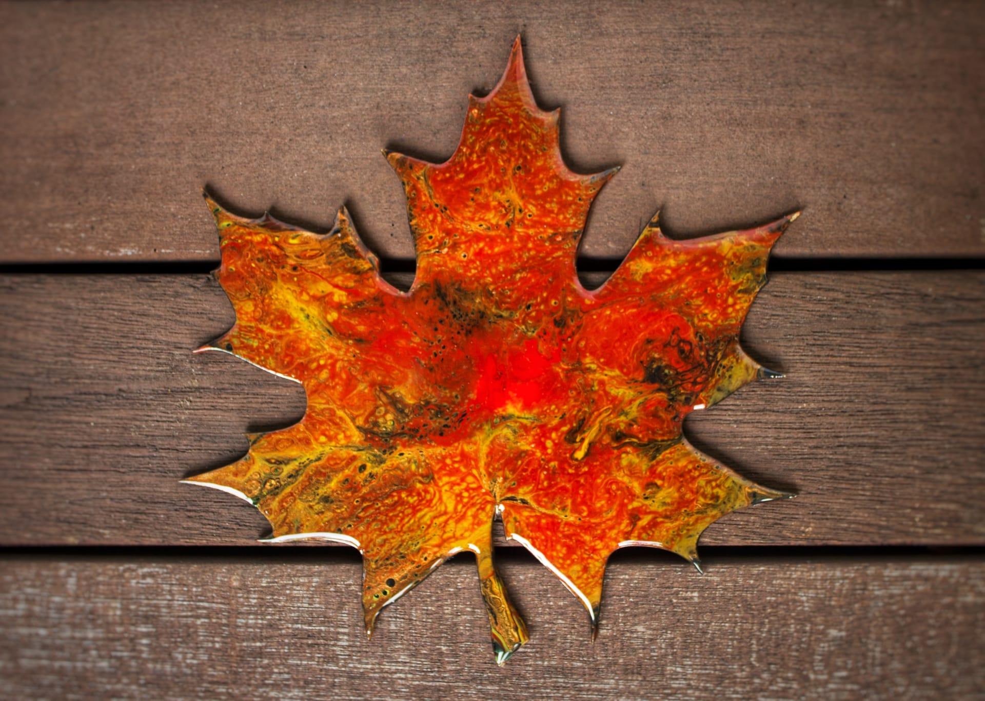 Mozes-Supposes-Acrylic-Pour-Maple-Leaf-Home-Decor_Image-4-w1920.jpg