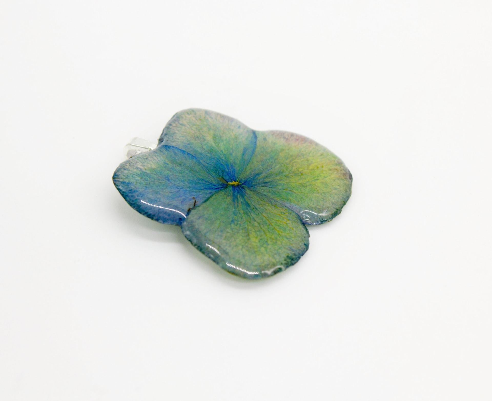 Mozes-Supposes-Pressed-Flower-Botanical-Jewelry_Image-1-w1920.jpg