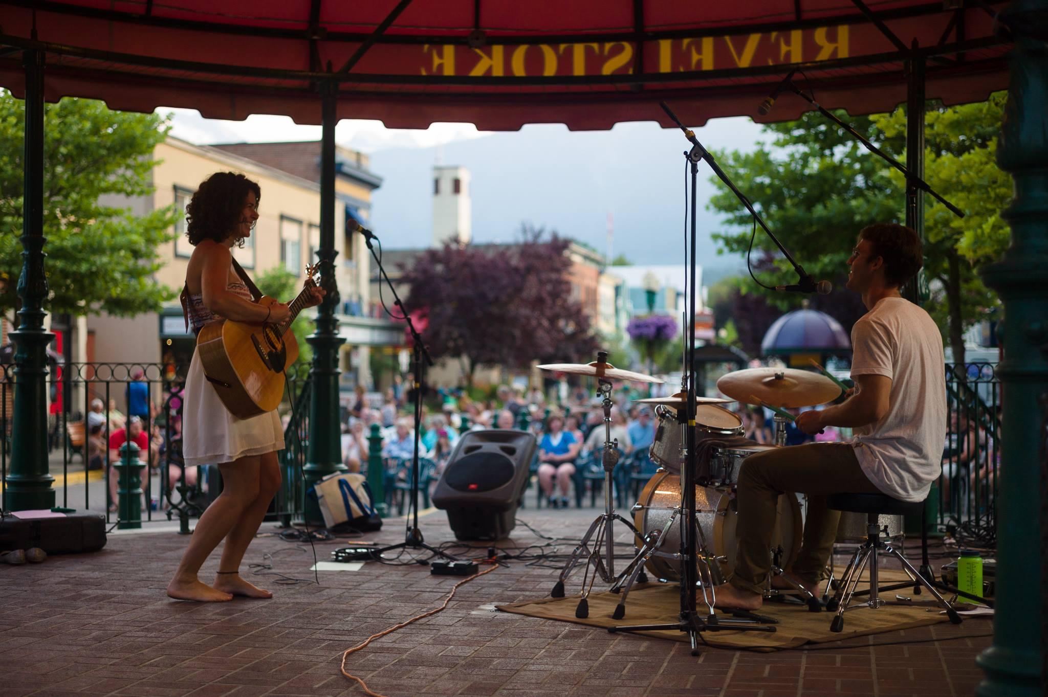 Revelstoke_Grizzly_Plaza_Music_Borja-Moncunill-(3).jpg