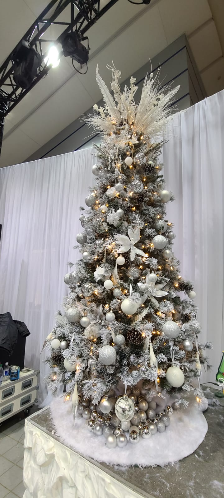 Tree for Festival of Trees 2019 - Included $3,600 in gift cards