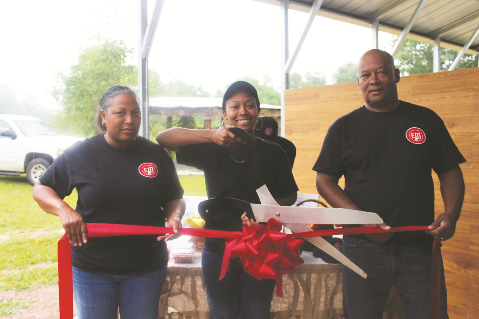 EM-Farms-Ribbon-cutting.jpg