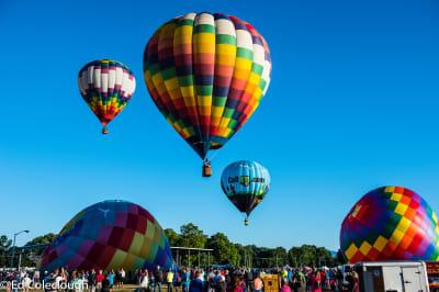 Balloons-in-air-plus-crowd-400.jpg