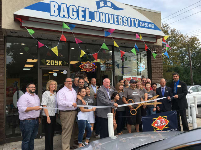 Bagel-U-ribbon-cutting.JPG-w640.jpg