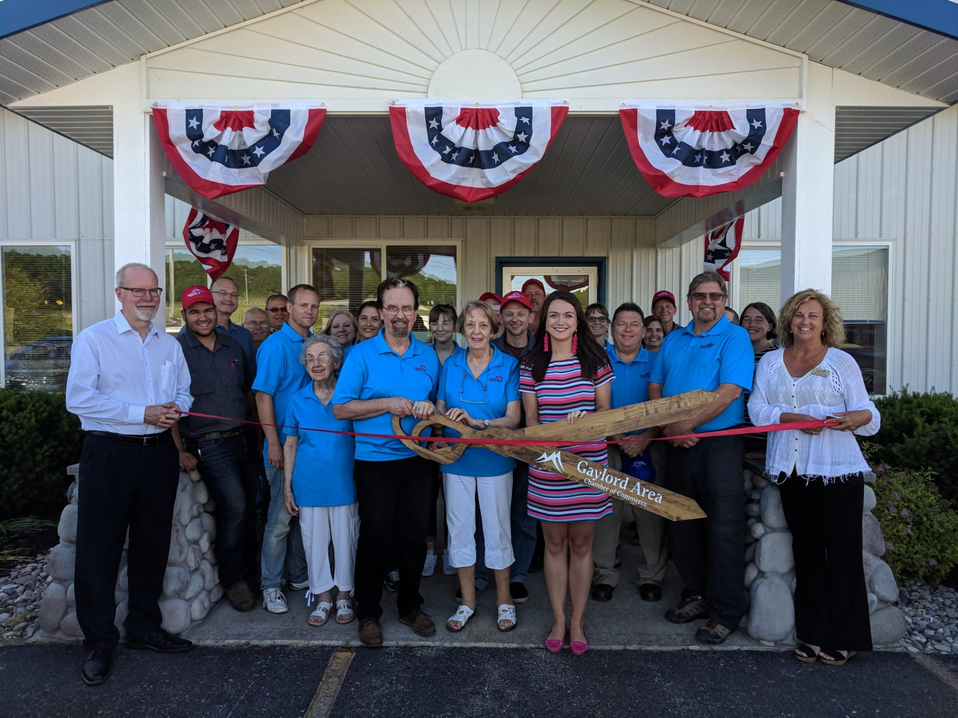 RIbbon-Cutting---Freeway-RV-w1920.jpg