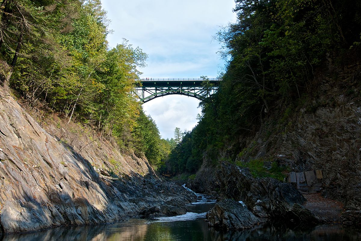 1200px-Quechee_Gorge_Bridge.jpg