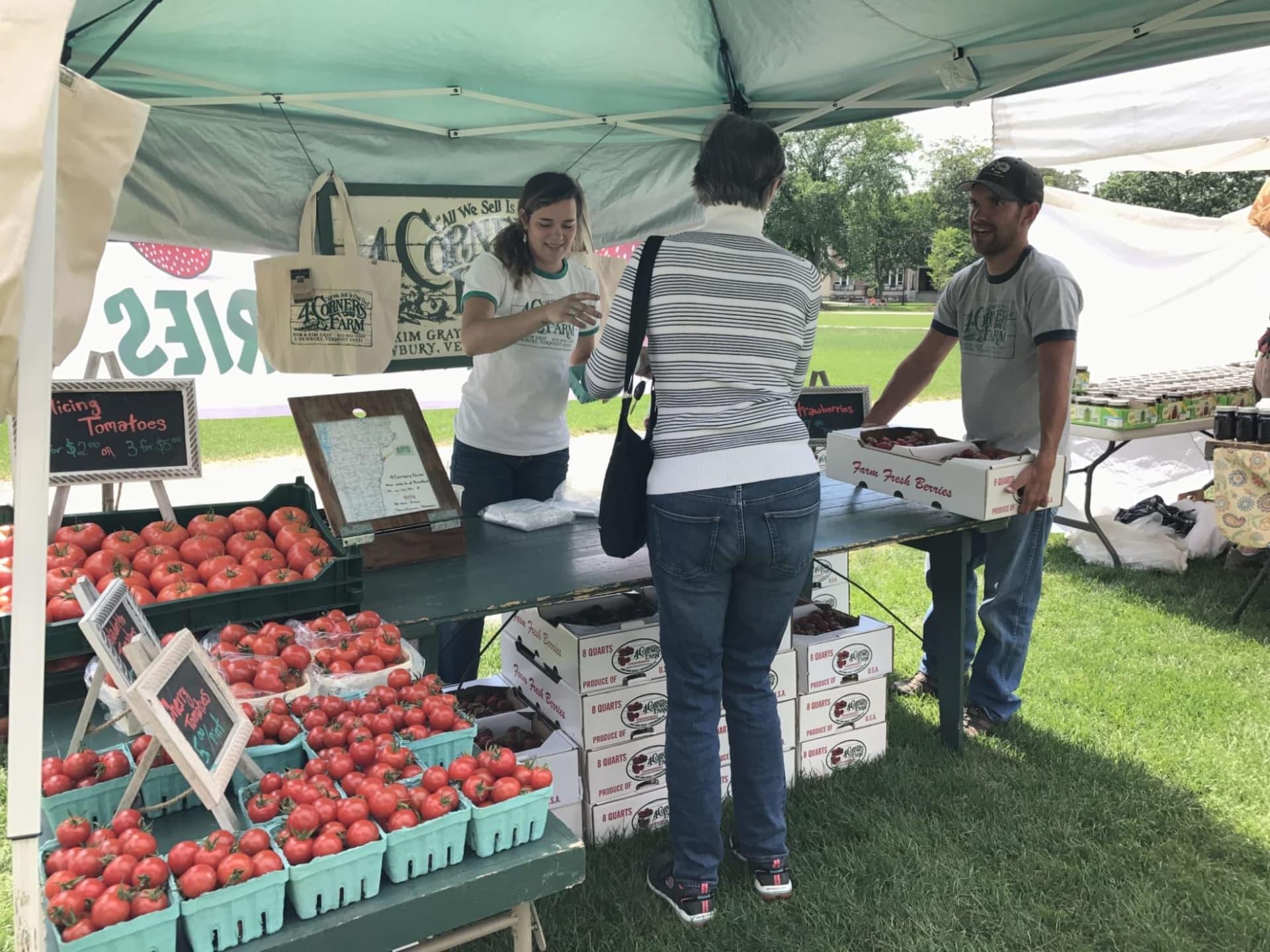 Farmers-Market-tomatoes-w1980-w1920.jpg