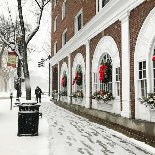 Hanover-Inn-Winter-Wreaths.png