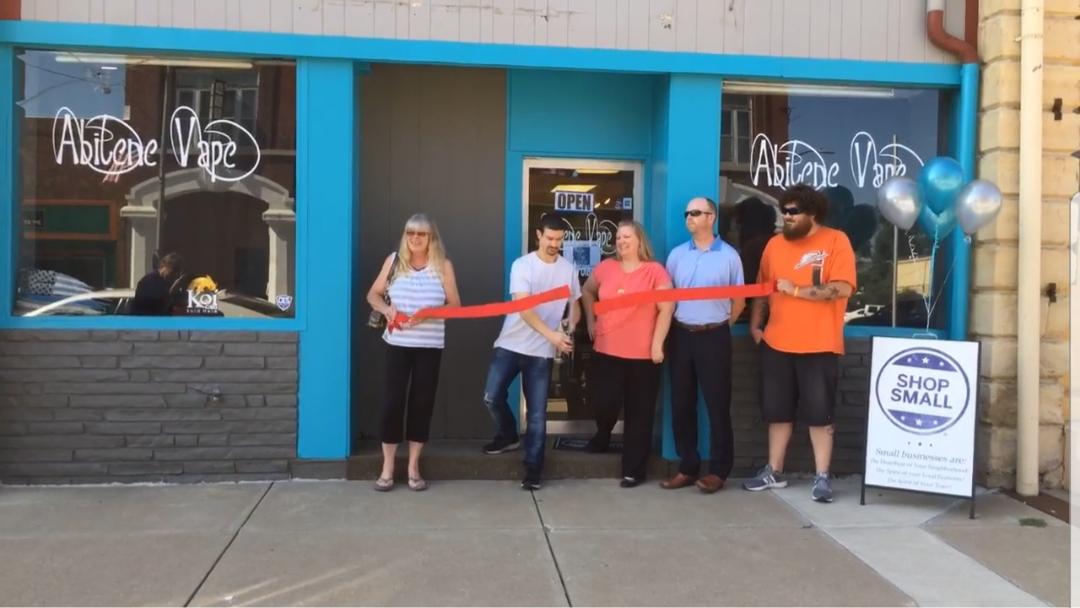 8.01.2018-Abilene-Vape-Ribbon-Cutting.jpg