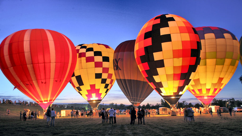 Hotair-balloons-at-Riverfest.jpg