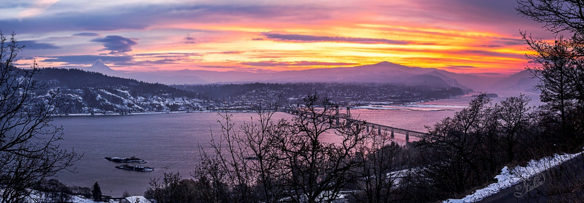 Winter-sunset-ColumbiaRiverGorge_1920.jpg