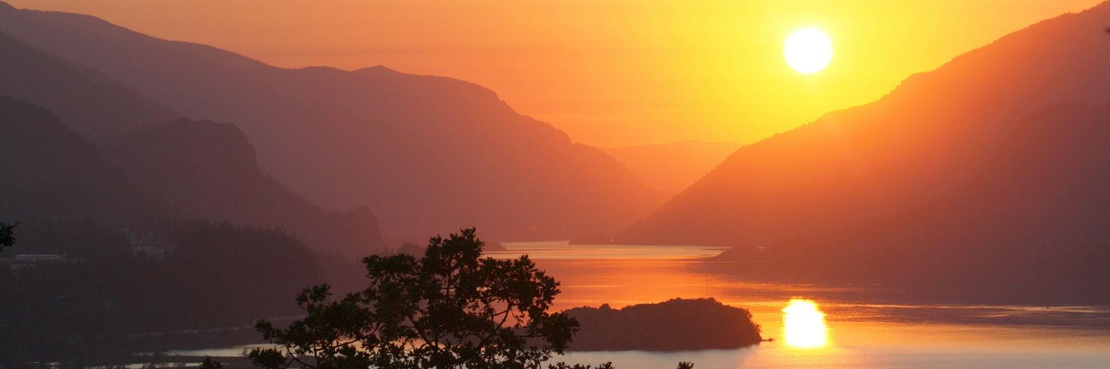 Golden-Gorge-Sunset_1600x533_6965.jpg