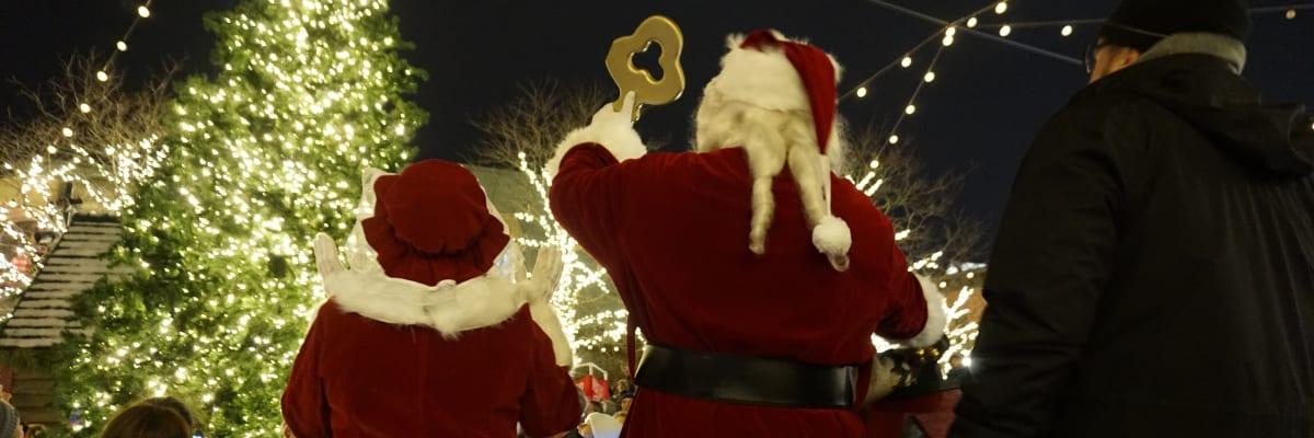 Santa-with-key.JPG-w1200.jpg
