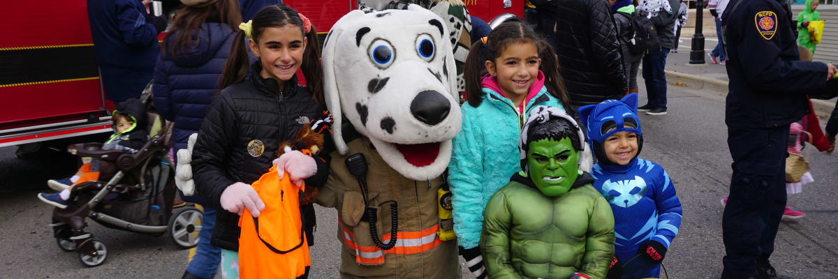 2019-Fireman-dog-with-kids.jpg