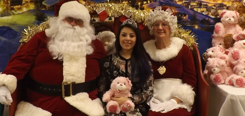 Santa-and-Mrs.-Claus-and-Miss-Grant-Township-2014-w790.jpg